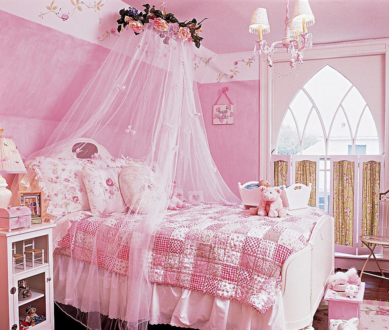 Балдахін в спальні дівчинки