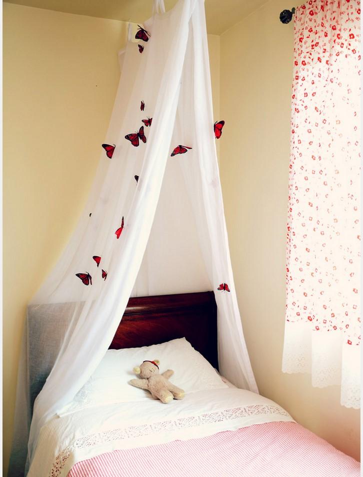 Балдахин с украшениямиБалдахин вдоль кровати