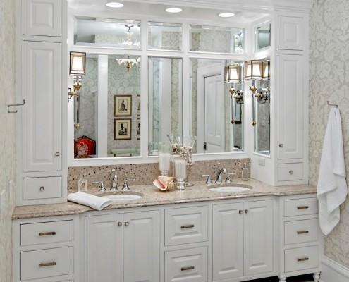 Зеркало в композиции с мебелью