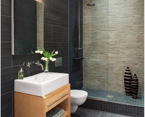 Ванная комната, облицованная пластиковой панелью под керамику