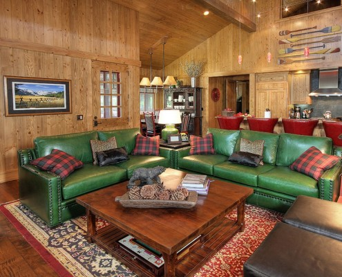 Спектр окраса кожаных диванов довольно богат