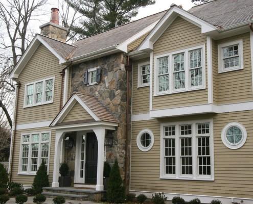 Для стиля прованс характерен фасад дома, выполненный из различных облицовочных материалов