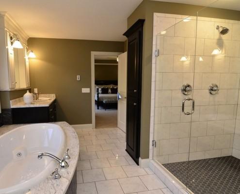 Ванная комната с акцентом черного