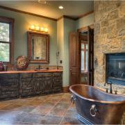 Ванная комната с отделкой из камня – королевский интерьер