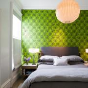 Яркий орнамент на стене