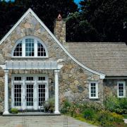 Использование камня для фасада