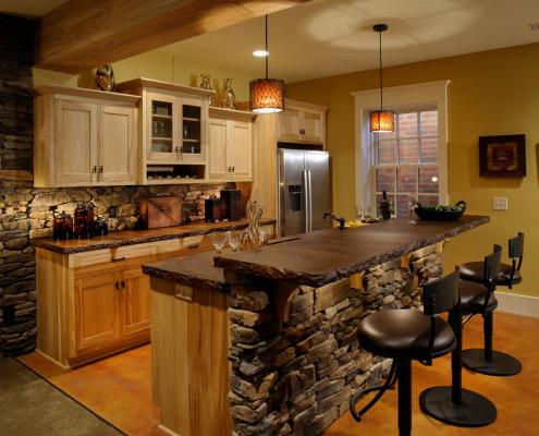 Натуральный камень в кухонном интерьере