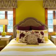 Спальные комнаты в фиолетовых тонах: использование фиолетового цвета на фото