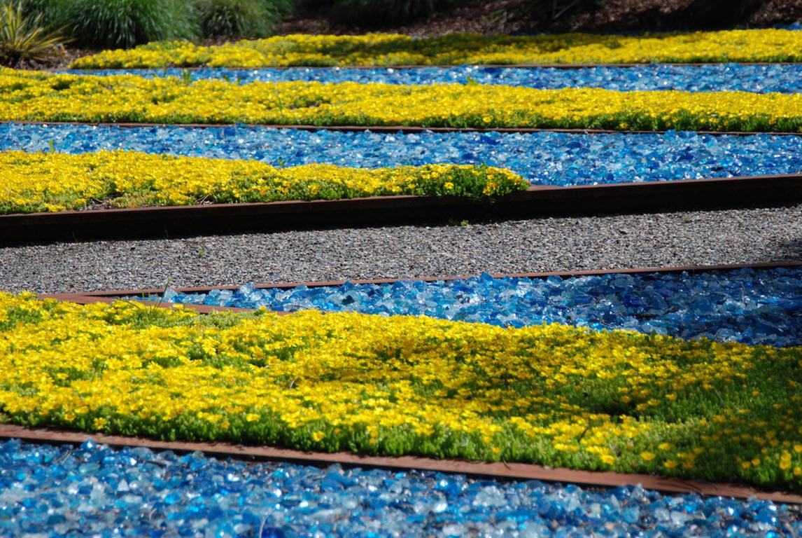 Садовые дорожки: 20 необычных примеров оформления из стекла