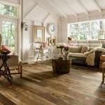 Яркий и практичный дизайн интерьера загородного дома