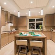 Мягкий точечный свет на кухне