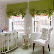 Оригинальные яркие шторы в детской