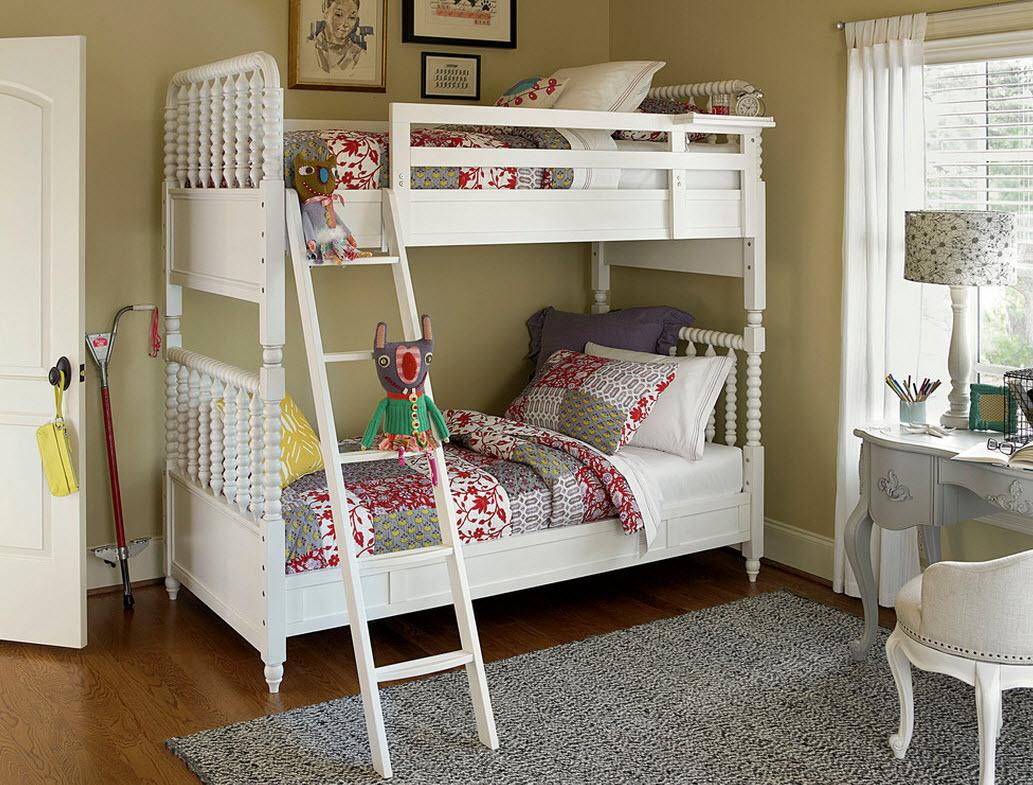 Серый коврик в детской комнате