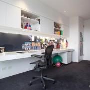 Длинный письменный стол