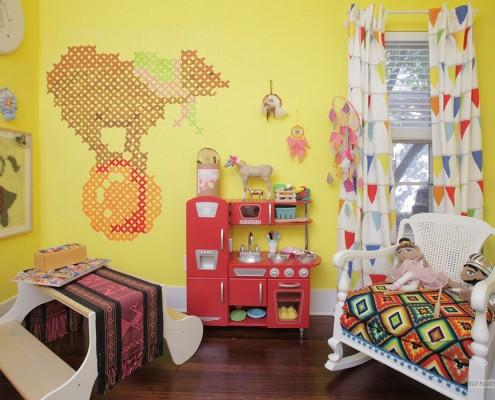 Детская комната желтого цвета