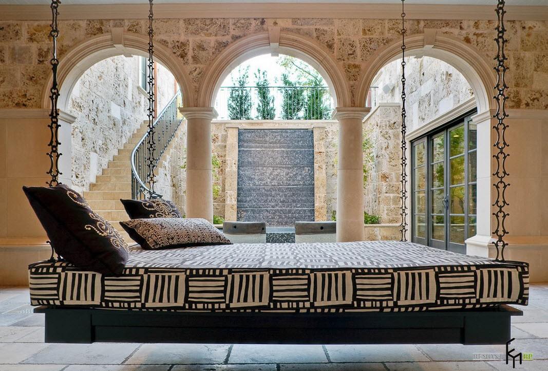 Подвесная кровать-лежанка в восточном стиле