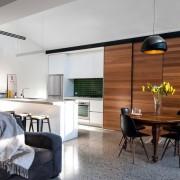 Небольшая кухонная зона в гостиной