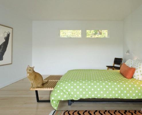 Зеленый текстиль в спальной комнате