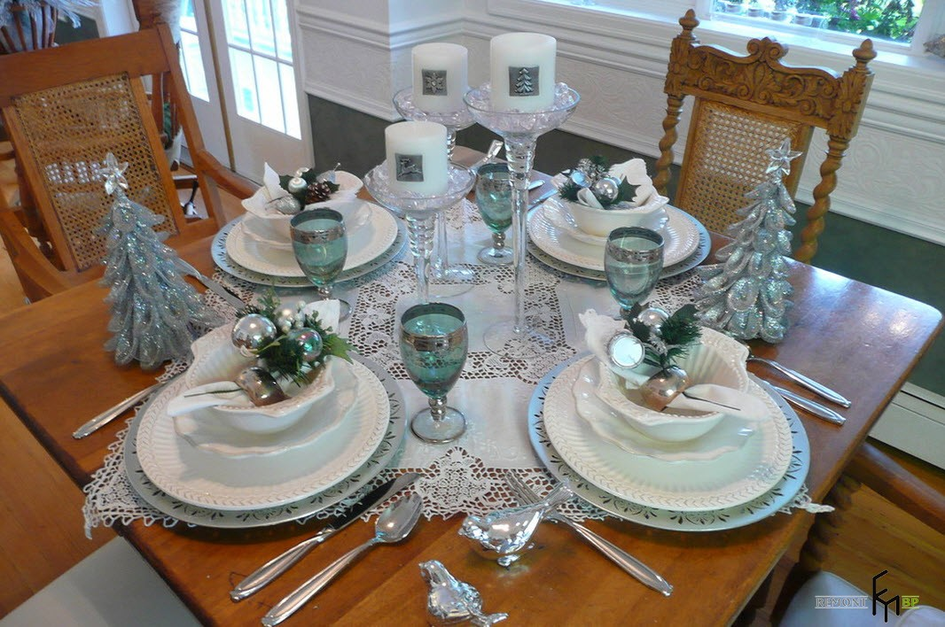 Зеленые фужеры на новогоднем столе