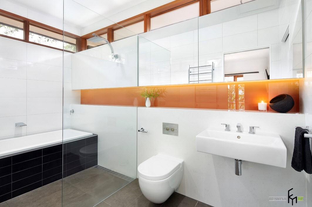 Яркая ниша в стене в ванной комнате