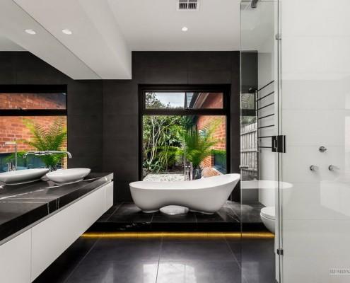 Ванная комната с кафельной плиткой