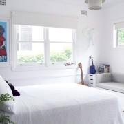 Комната с белыми стенами