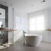 Оформление ванной комнаты больших размеров