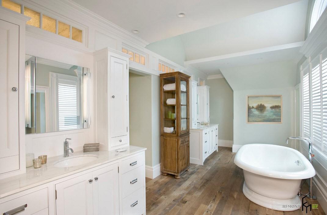 Деревянная шкаф-витрина