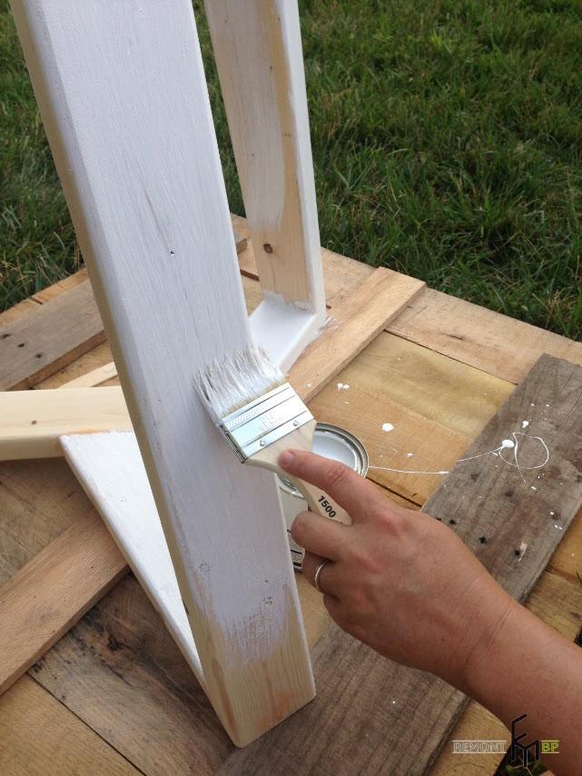 Второй шаг пятого этапа изготовления стола