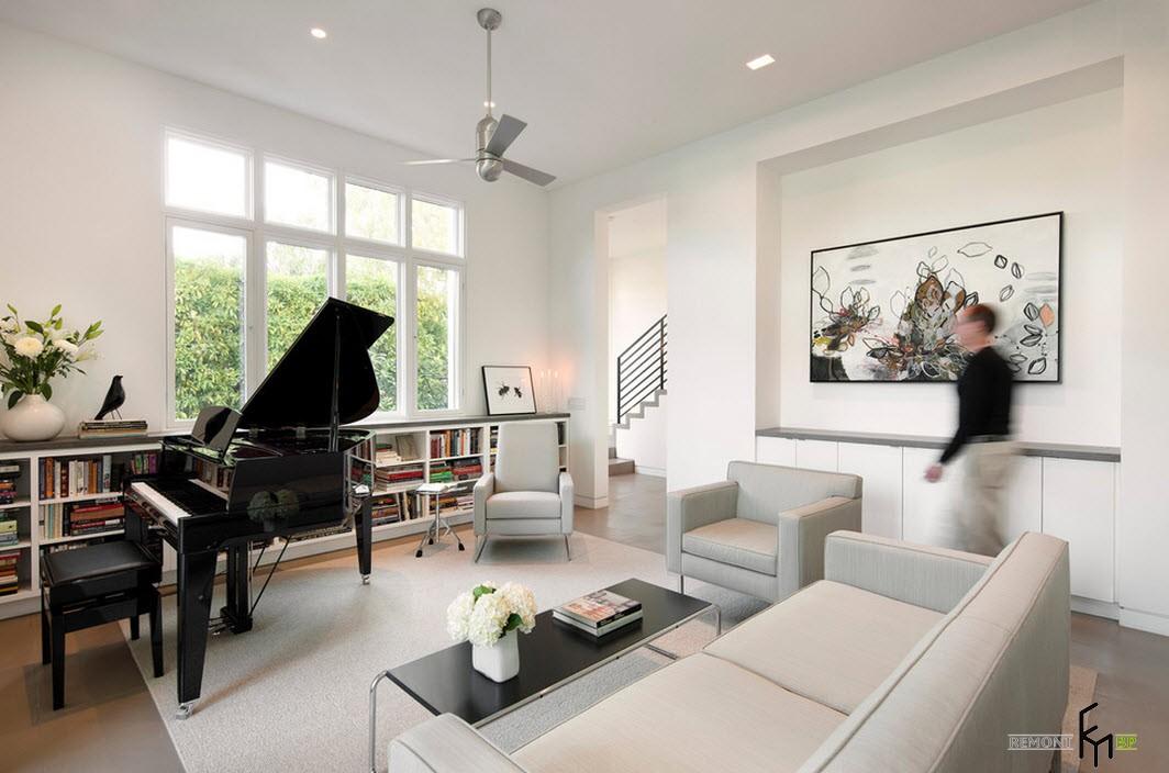 Черный рояль в зале