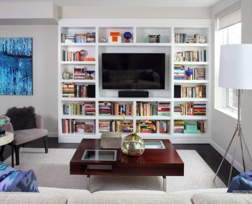 Телевизор в книжном стеллаже