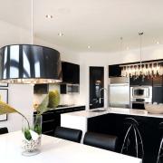 Разные светильники для каждой зоны кухни