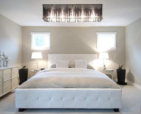 Удлиненная люстра в спальне