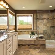 Натуральные оттенки в ванной