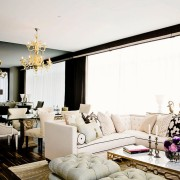 Светлая классическая гостиная