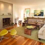 Зеленые стулья в гостиной