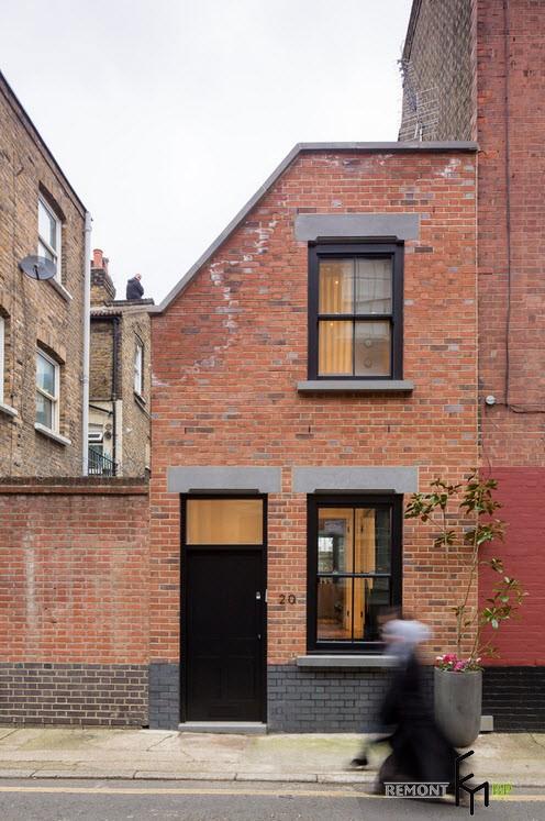 Фасад небольшого трехуровнего дома