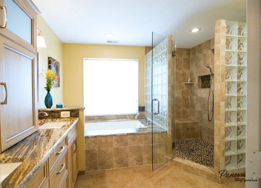 Стеклоблоки в оформлении ванной