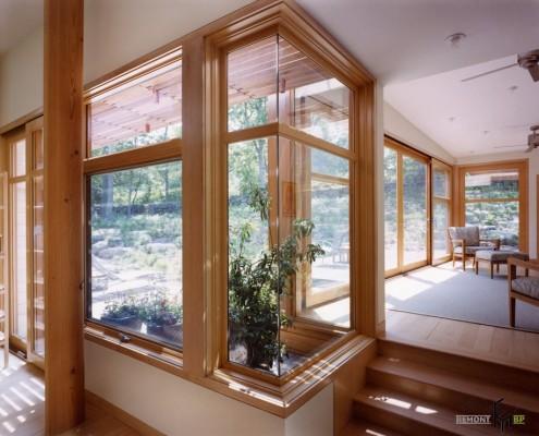 Угловое окно на веранде