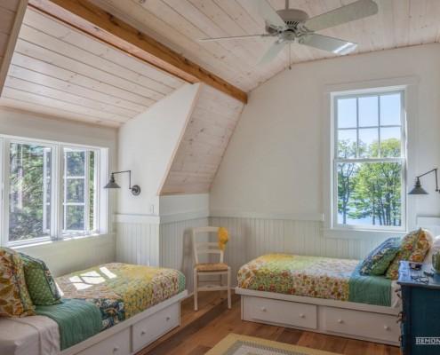 Кровати на даче