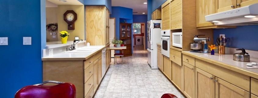 Необычная планировка кухни в коридоре