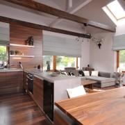 Деревянные элементы на кухне-студии