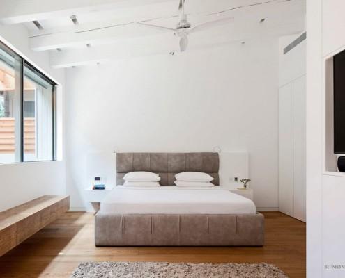 Люстра с вентилятором в спальной комнате