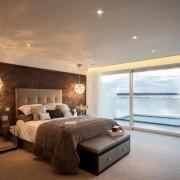 30 идей: коричневые обои в интерьере спальни, гостиной и ванной комнаты