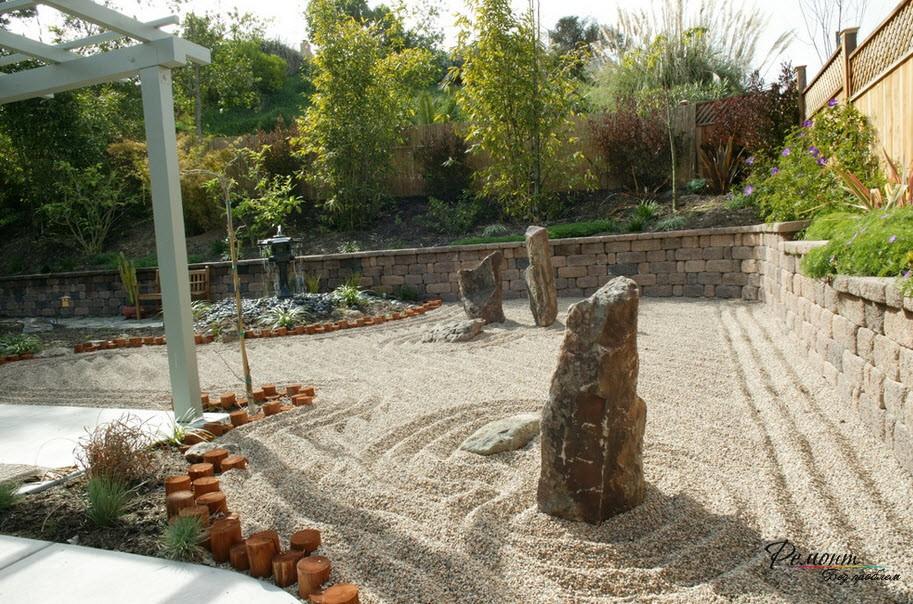Вертикальный высокий камень