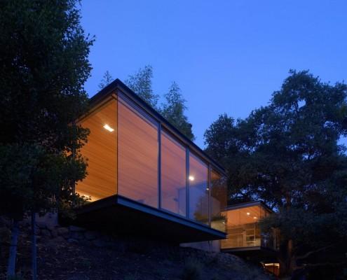 Эффектный дом на горе