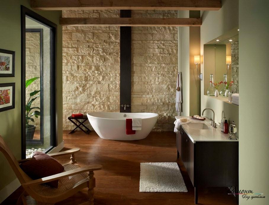Ванная комната с отделкой из камня