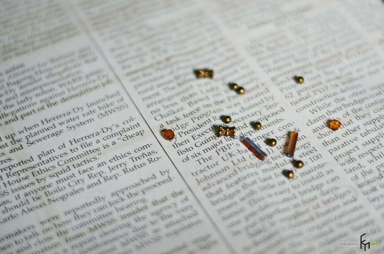 Бисер и стеклярус на газете