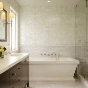 Мозаика на стене в ванной