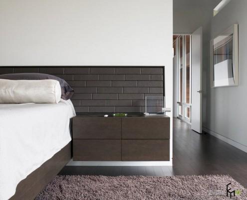 Строгий интерьер спальни